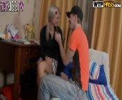 скачать порно на телефон - Русская малышка принимает член в попку