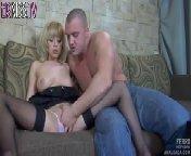 Порно видео на телефон - Туповатый качок ебет блондинку в анал