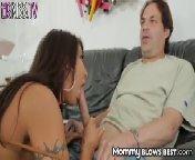 скачать порно на телефон - Грудастая азиатка с силиконовыми губками делает минет