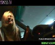 скачать порно на телефон - Шикарная блонди привезла на стоянку незнакомца и отсосала ему хуй